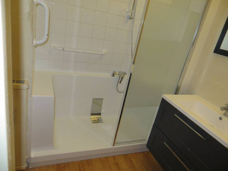 salle de bains apt 84 receveur monobloc sans joint de. Black Bedroom Furniture Sets. Home Design Ideas
