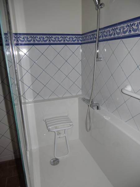 baignoire en douche d une baignoire en douche cout cout baignoire en douche with baignoire en. Black Bedroom Furniture Sets. Home Design Ideas