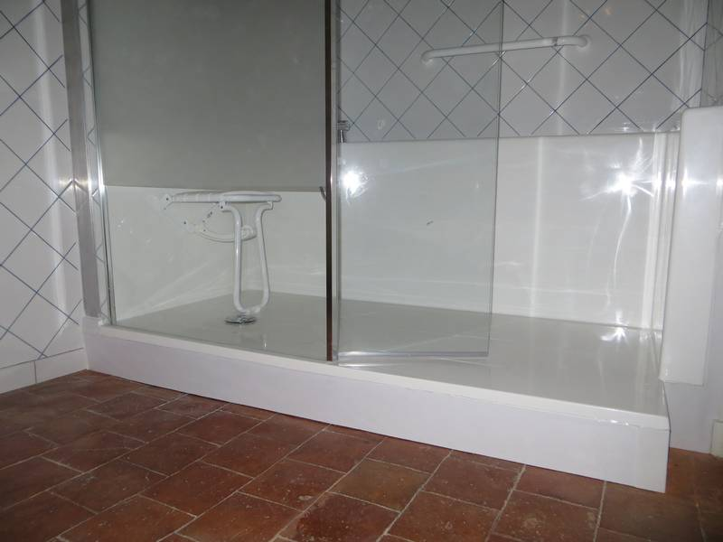 remplacement de baignoire par un espace douche s curis salle d 39 o. Black Bedroom Furniture Sets. Home Design Ideas