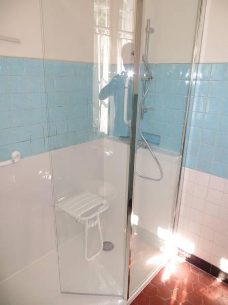 douche s curis e monteux 84 salle d 39 o. Black Bedroom Furniture Sets. Home Design Ideas