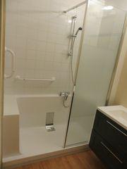 Salle de bains APT 84 Receveur monobloc sans joint de silicone